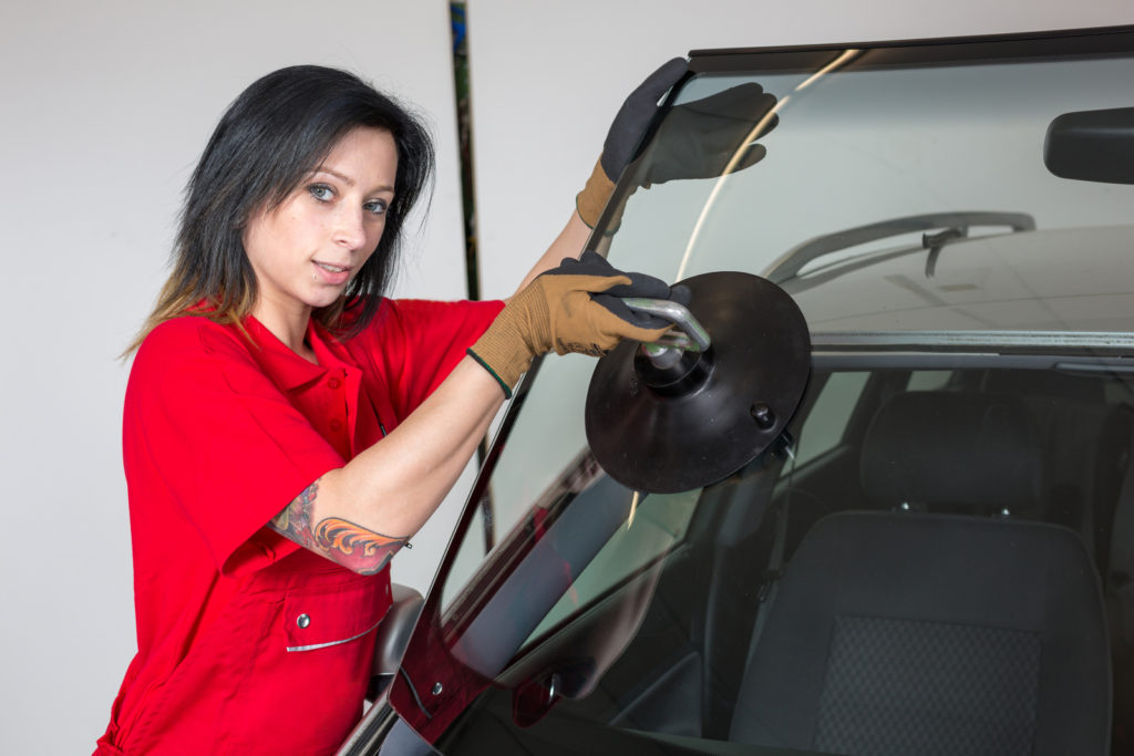 professional auto glass expert working on onsite services